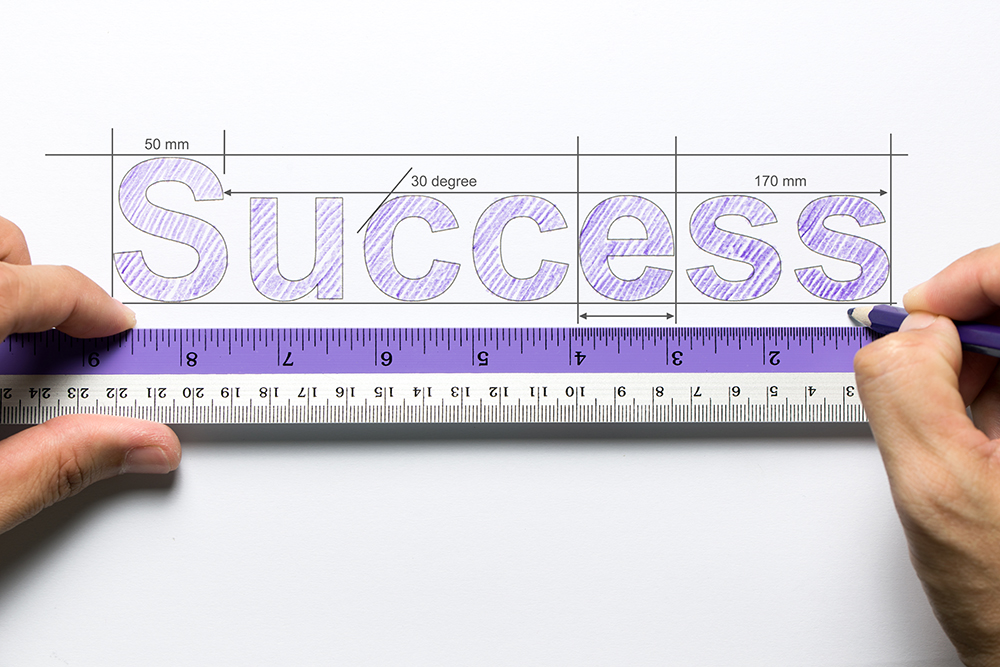 成功という文字を書いている